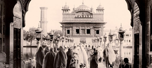 """Celebrating Sikh Women. Photograph by Herbert G. Ponting, January 1906. Toor Collection."" (photo: goldentemple1588.com)"